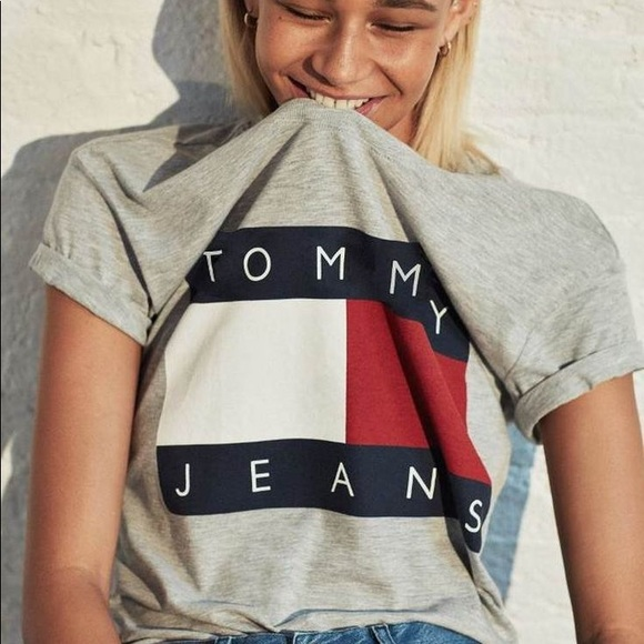 07f94fe3830 Tommy Hilfiger Jeans Crop Top // Urban Outfitters.  M_5ad41f49b7f72bd7d04d3e62